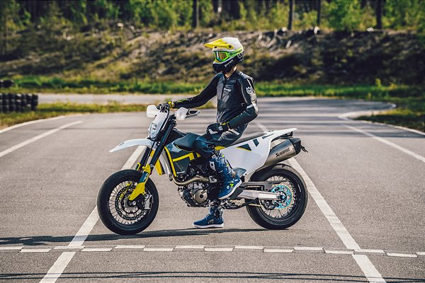 701 SUPERMOTO_CLOTHING