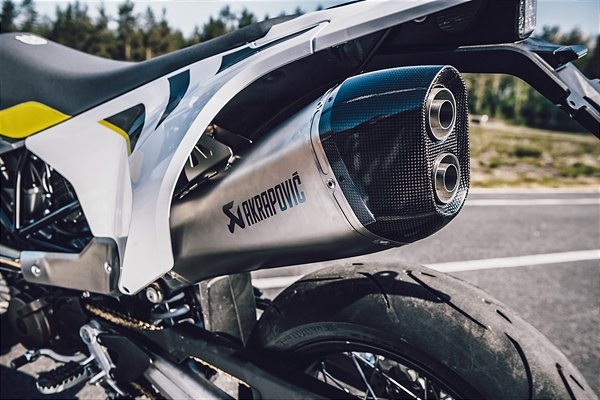 AKRAPOVIC SLIP ON SILENCER (2)