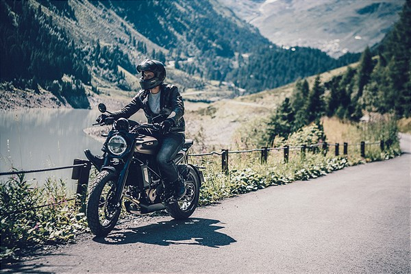 HUSQVARNA MOTORCYCLES PRESENT FUNCTIONAL CLOTHING STREET 2020 COLLECTION